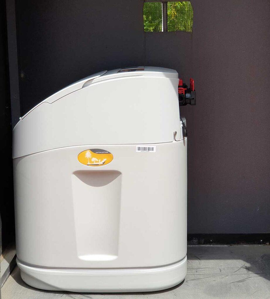 addolcitore d'acqua di 12 litri montato all'esterno