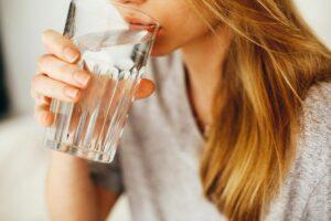 Idratarsi è il primo passo per prendersi cura della propria pelle